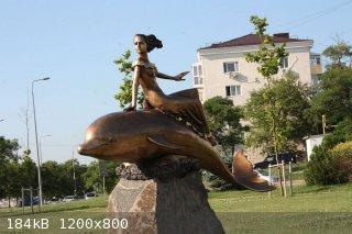 1280px-Delfin_i_russalka_novorossiisk.jpg - 184kB